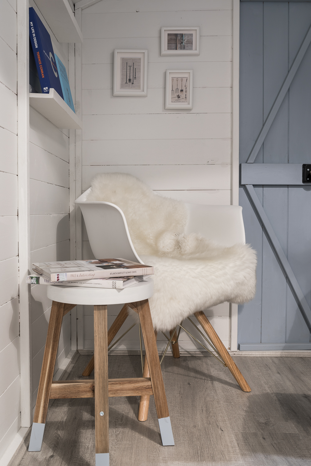 Reading corner with bespoke book shelves and luxury textures