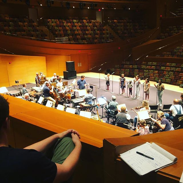 These little shtaws belting Hard Knock Life at Disney Concert Hall last night was iconic. Father @michaelarden watches over.