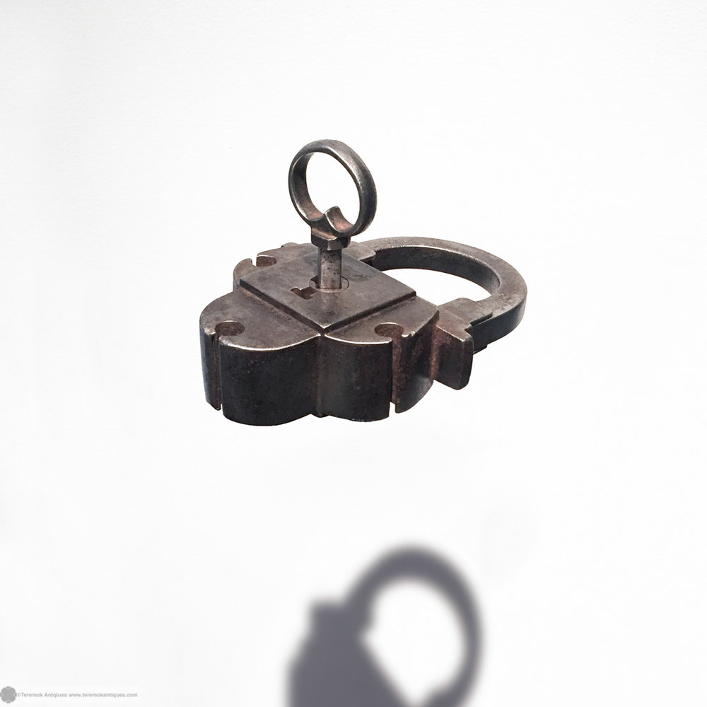 16_09_13_teremok_antiques_padlock_keys_003.jpg