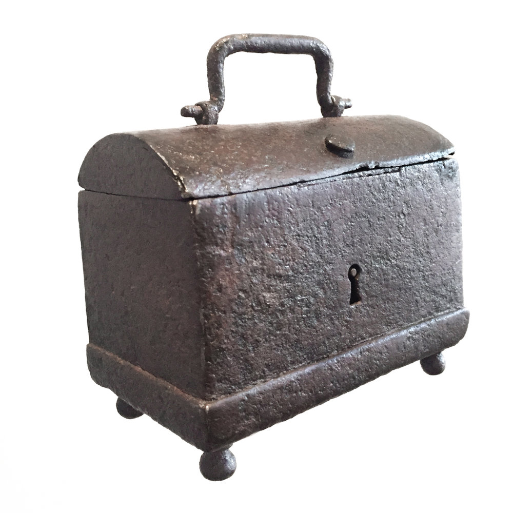teremok_antiques_domed_casket1.jpg