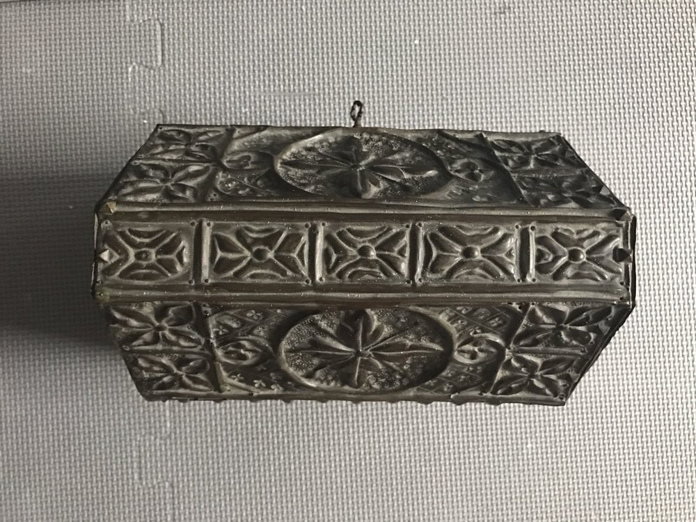 termok_antiques_french_repousse_casket_3.jpg