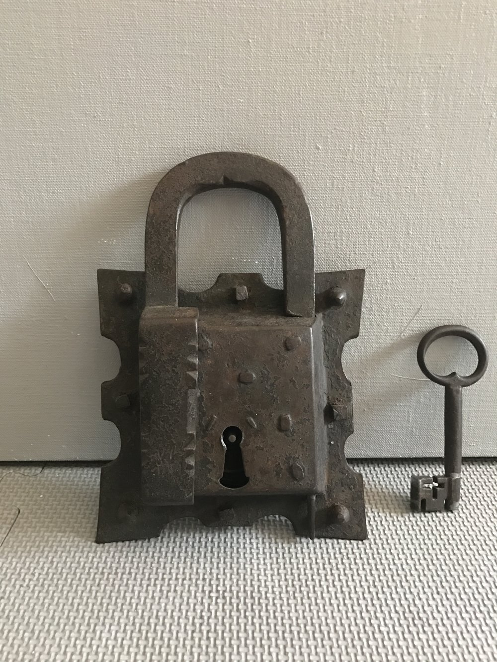 15th_century_padlock_teremok_antiques_1.JPG