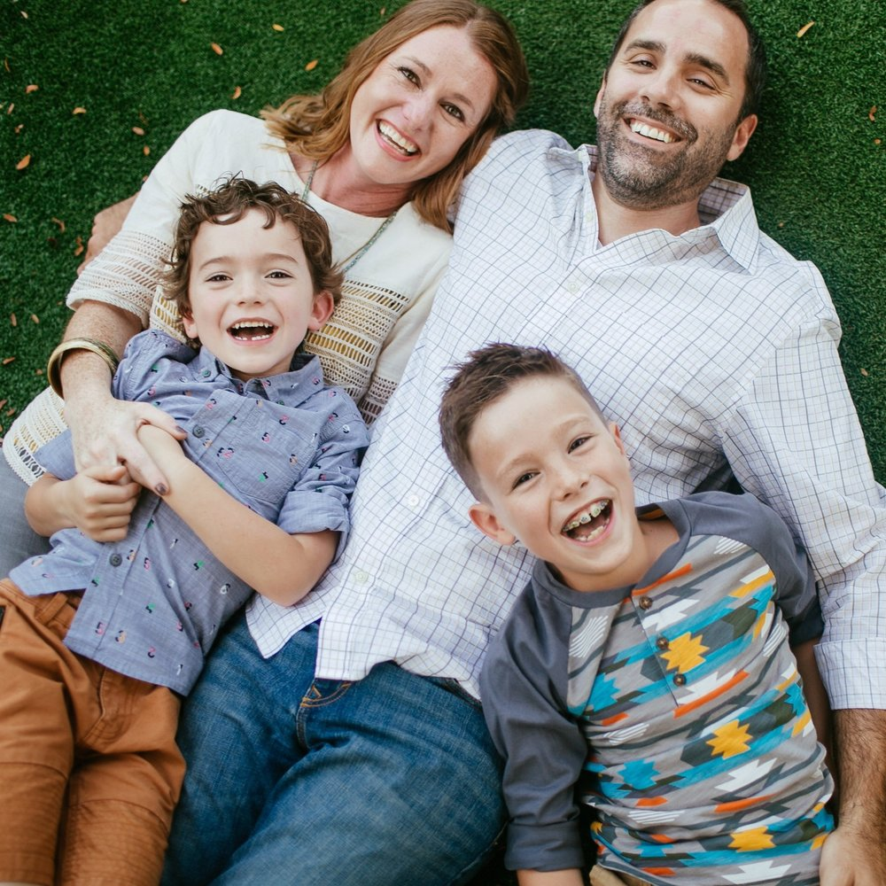 FAMILY GUIDE - If you've ever shot a wild toddler or an awkward teen, you know how challenging   it can be…Learn how to make family sessions stress   free, fun and easy!