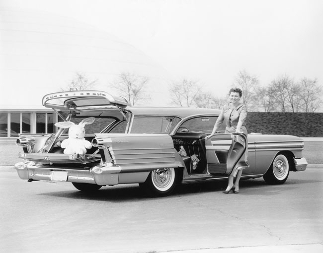 Sauer redesigned an Oldsmobile Fiesta Carousel station wagon for the 1958 exhibition.