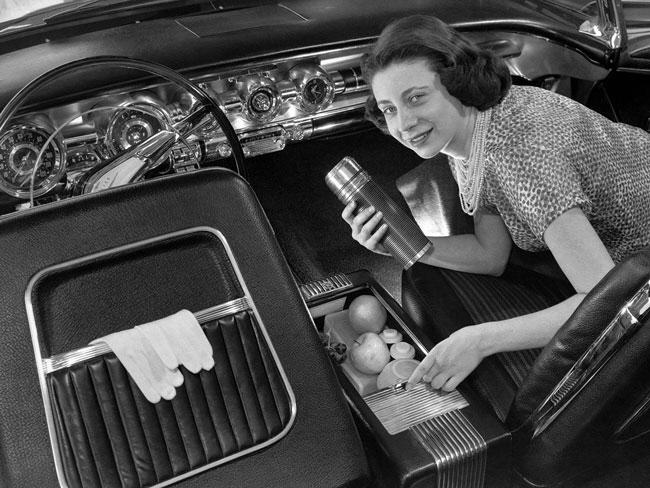 Longyear's exhibition-model Bonneville Polaris convertible for Pontiac featured a storage compartment for a picnic.