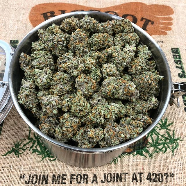 Fresh batch of JAH Cookies dropping soon. Just in time for the freakin weekend! 🙌🏼 #jahcookies #jahnetics #jahneticsdelivery #joinmeforajointat420