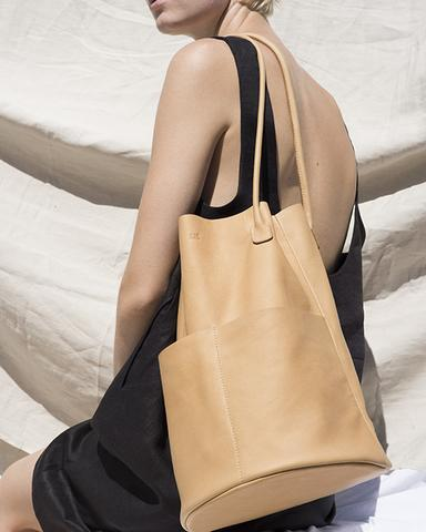 ARE STUDIO   // US    Minimal leather bags and clothing, made by hand in Los Angeles using over- and deadstock fabrics.     Visit them.