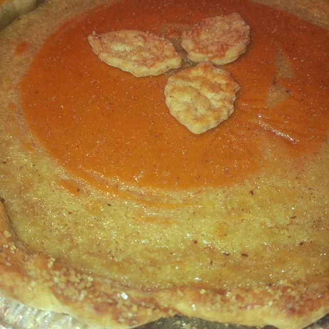 Come out to fall fest this weekend and try a slice of my pumpkin maple pie! Old fashion real maple custard swirled in with the pumpkin filling.  #farmhousepies #pumpkin #inbend #pie #thanksgivingpie #bendoregon