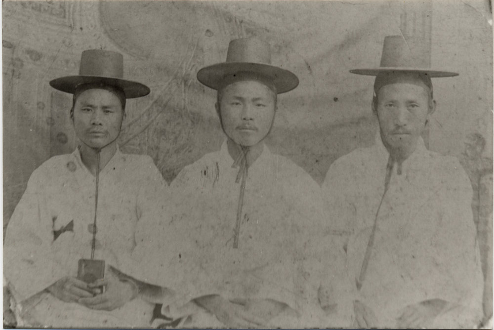 Dosan and two other teaching assistants at Kusae Haktang 구세학당 in Seoul in 1896. Kusae eventually became Yonsei University.