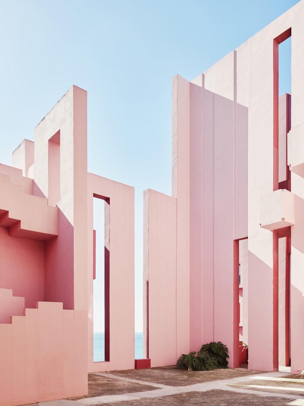 Muralla_Roja_Calpe_Spain_Ricardo_Bofill_Taller_Arquitectura_011b-1078x1440.jpg