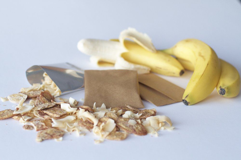 fly-green-snacks-baked-banana-coconut-chips-airline-food-sacks-compostable-packaging