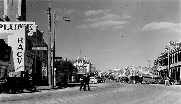 Stawell main street circa 1945.  State Library of Victoria
