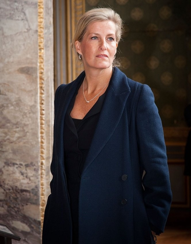 HRH Countess Sophie of Wessex at Chateau Fontainbleau in Paris in October wearing the new Crio Sliogan jewellery pieces by Martina Hamilton. (Image Copyright Serge Reby / Chateau Fontainebleau)