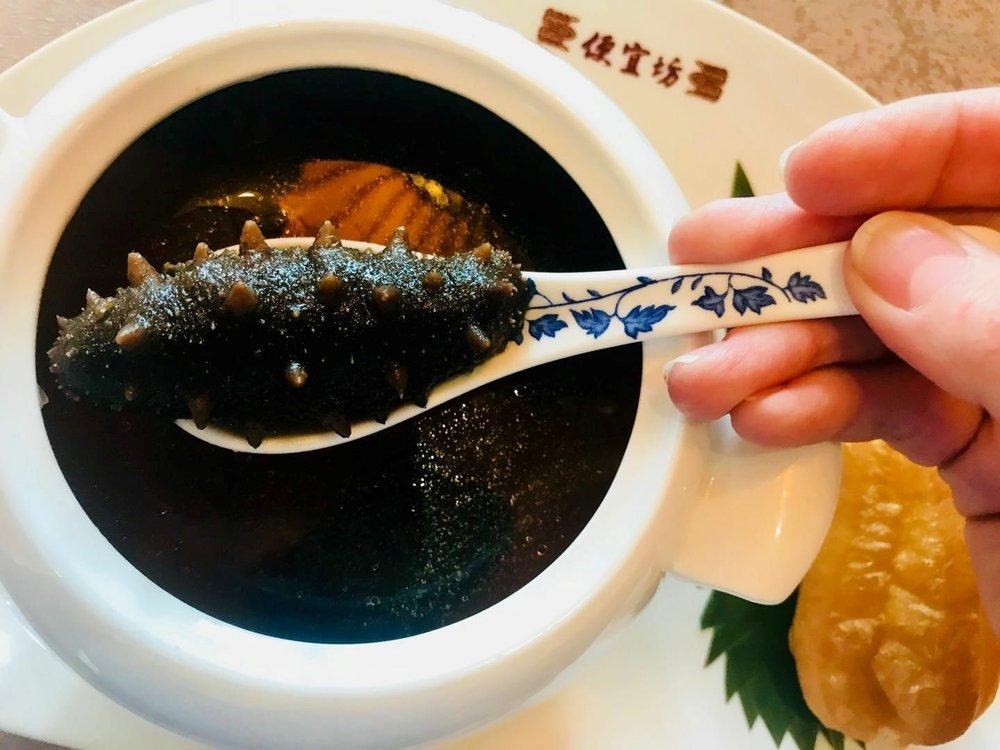 Sjøpølse servert på en gourmetrestaurant i Beijing.  Photo: EIR of Norway