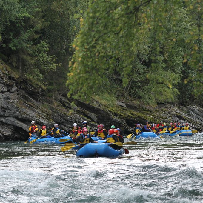 RAFTING IN RIVER SJOA