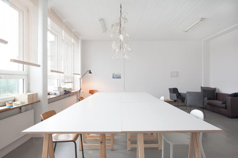 Inspirierendes Atelier stunden- oder tageweise als Besprechungsraum, Sitzungszimmer oder Arbeitsplatz in Zürich-Altstetten zu vermieten.