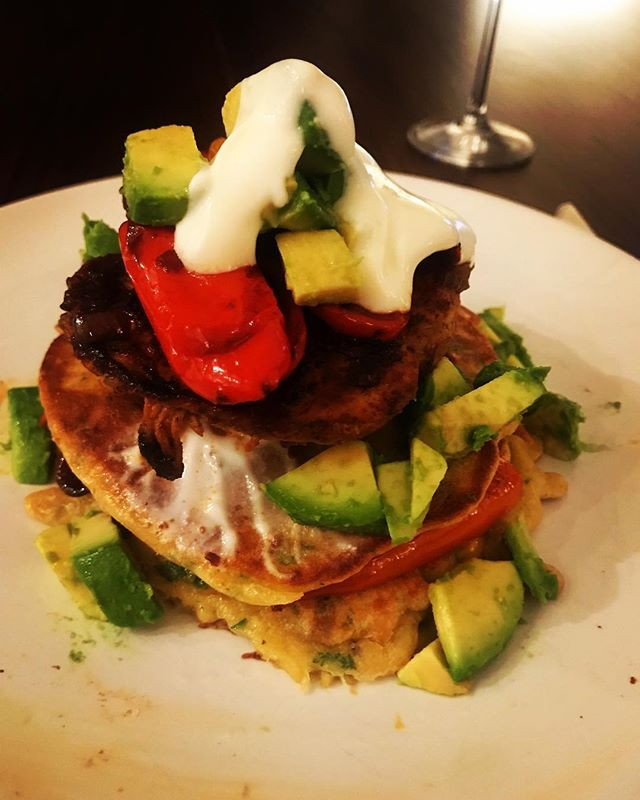 #pancakeday Savoury sweetcorn pancakes with Cajun chicken, roasted peppers, caramelised onions, avocado and soured cream. I hope you're all enjoying your pancake day! ❤️