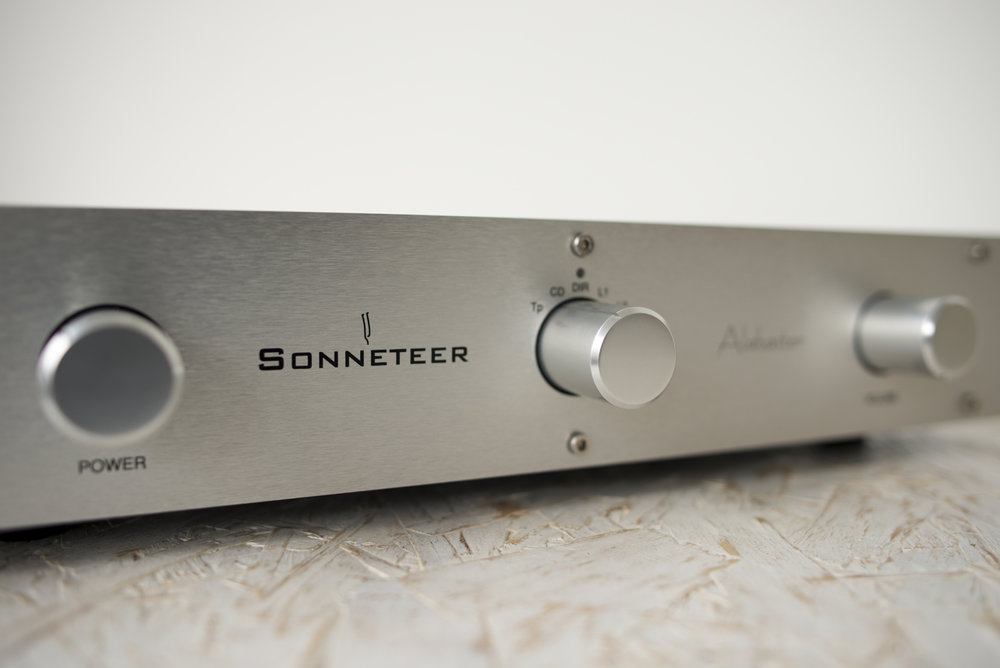 sonneteer-alabaster-integrated-amplifier-003.jpg