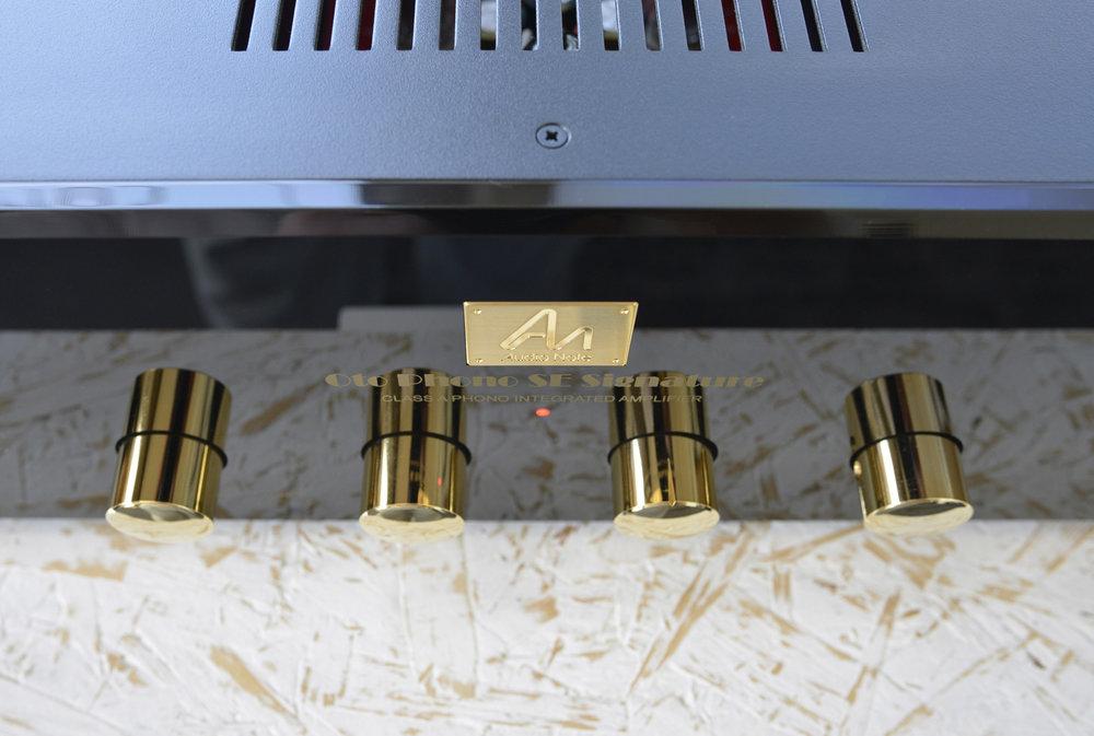 audio-note-oto-phono-se-signature-amplifier.jpg