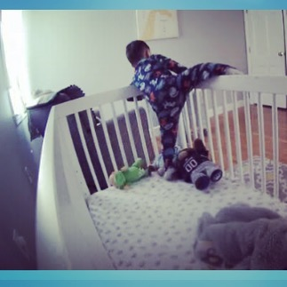 Got a little ninja on my hands 🤦🏻‍♀️ . . . . . #ouiouibebe #naptime #ninja #escape #naptimeshenanigans #planmyescape #fearless #nestcam #momlife #momblogger #parenting #caughtoncamera #momofboys #littlemonster