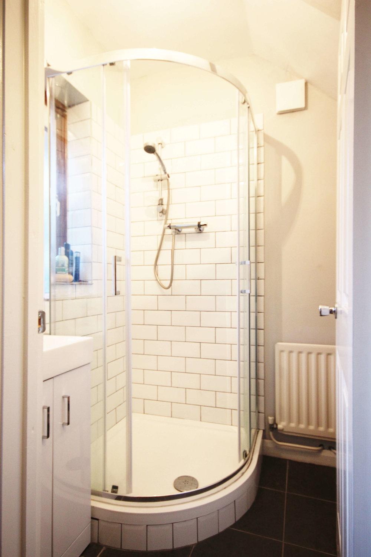 22 Maple_Small Bathroom 1_Compressed.jpg