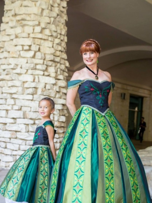 Teresa Nguyen and her young daughter Elena dressed to match as Anna from  Frozen  in her green costume.