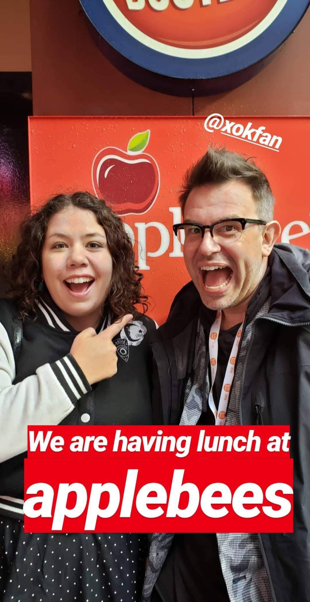 """Elizabeth and Kevin Fanning standing in front of an Applebee's with the helpful caption """"We are having lunch at applebees"""""""