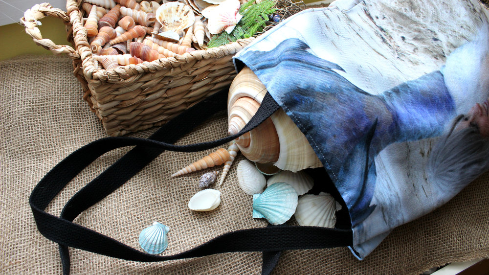 While I mostly use my tote for carrying around my purse (the straps on my purse are nowhere near as comfortable as the ones on my tote!), it also comes in handy when taking trips to the beach! Ooohhh... all of the seashells you can stick in it... it's fabulous! ♥