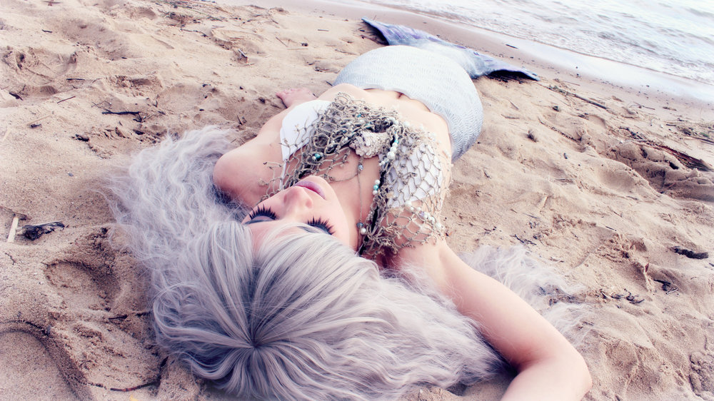 Mermaid-on-the-beach-dead-LARGE-dreamy.jpg