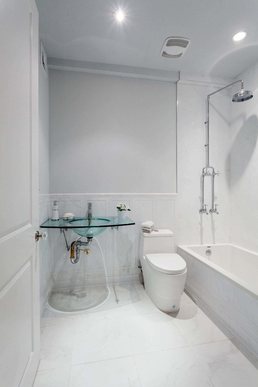 494a-Quincy-TH-Bath.jpg