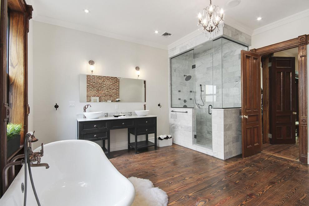 Large, Luxurious Bathroom