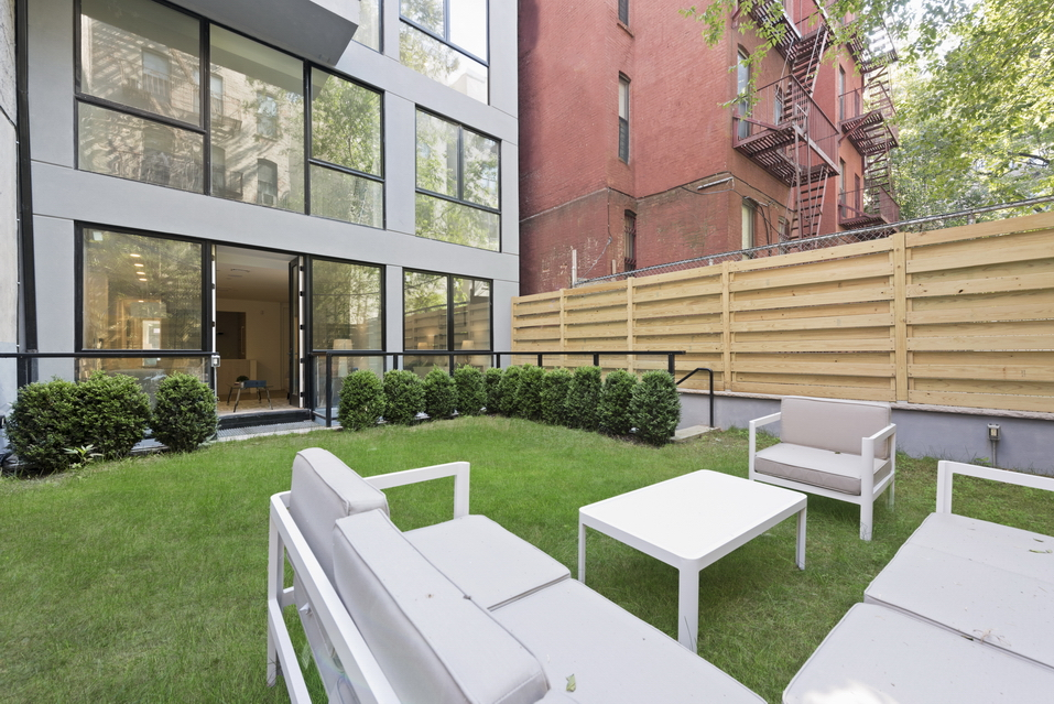 Outdoor Space in a Luxury Manhattan Property
