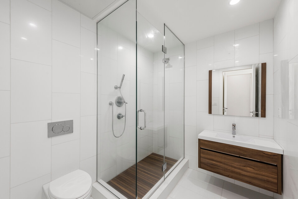 Modern and Simply Designed Bathroom