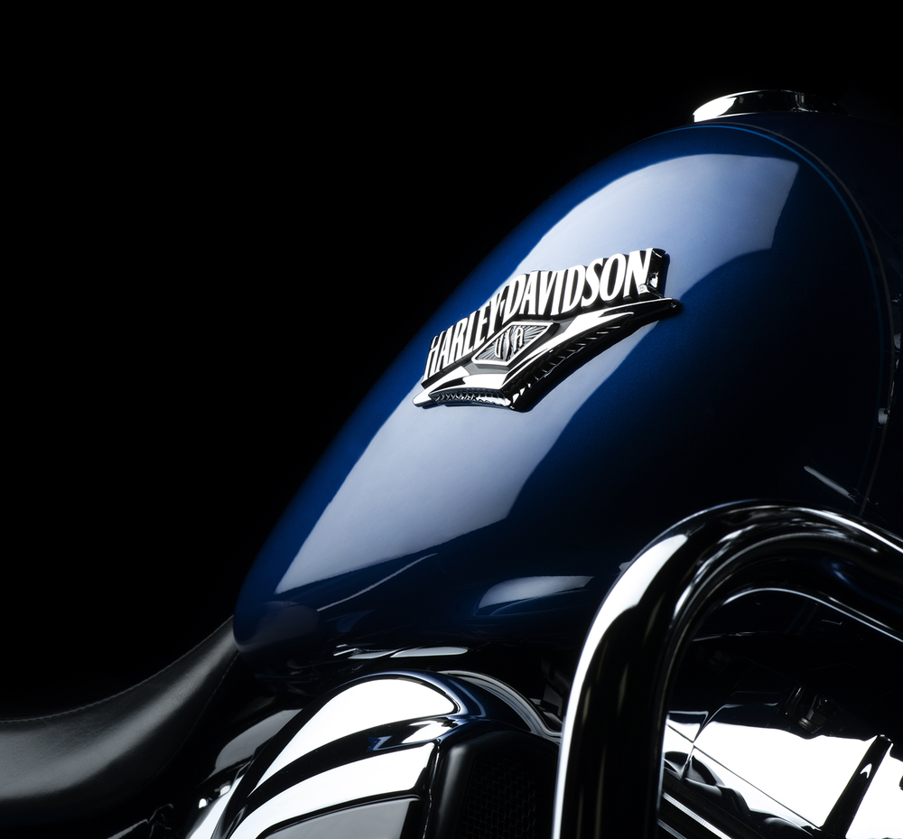 harley-davidson-road-king-2016-in-blue-tank-close-up-blog.png