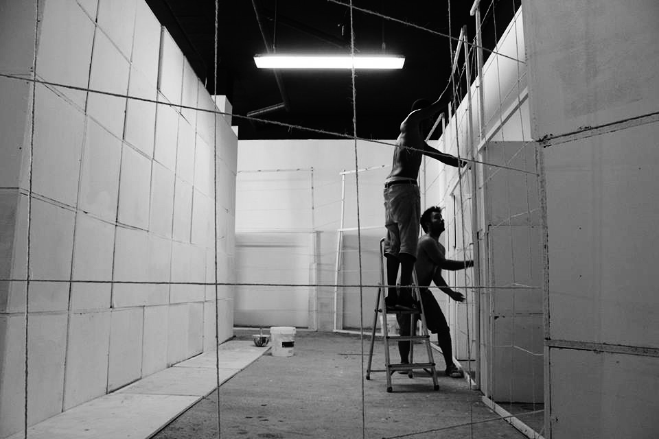 AGO 2016 - montagem para sua primeira participação dentro da galeria, exposição colectiva GLOCAL   AGO 2016 - setting up for his first project inside the gallery, the collective exhibition GLOCAL