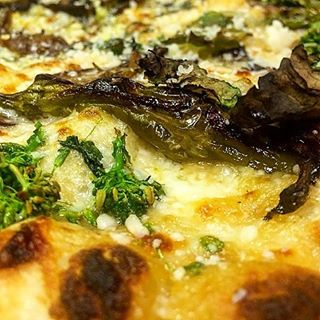 Farmer pie... shishitos, shrooms, caramelized onions, garlic puree, broc rabe, mozz, parm