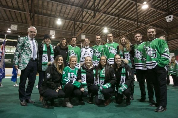 Merlis Belsher (back row, in white jersey), U of S President Peter Stoicheff (back row, left) and members of the men's and women's Huskie hockey team at today's announcement (photo: Dave Stobbe).