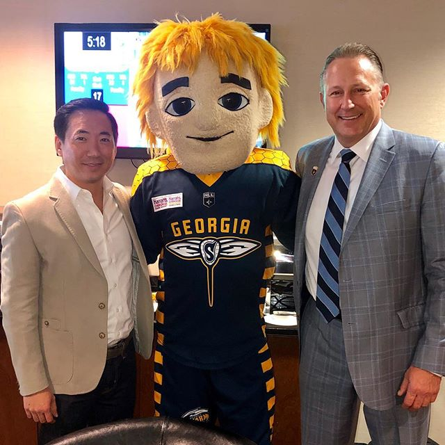 Turner Sports COO @matthong3 with @NLL Commissioner Nick Sakiewicz (and Stinger) at last night's @georgiaswarmlax game