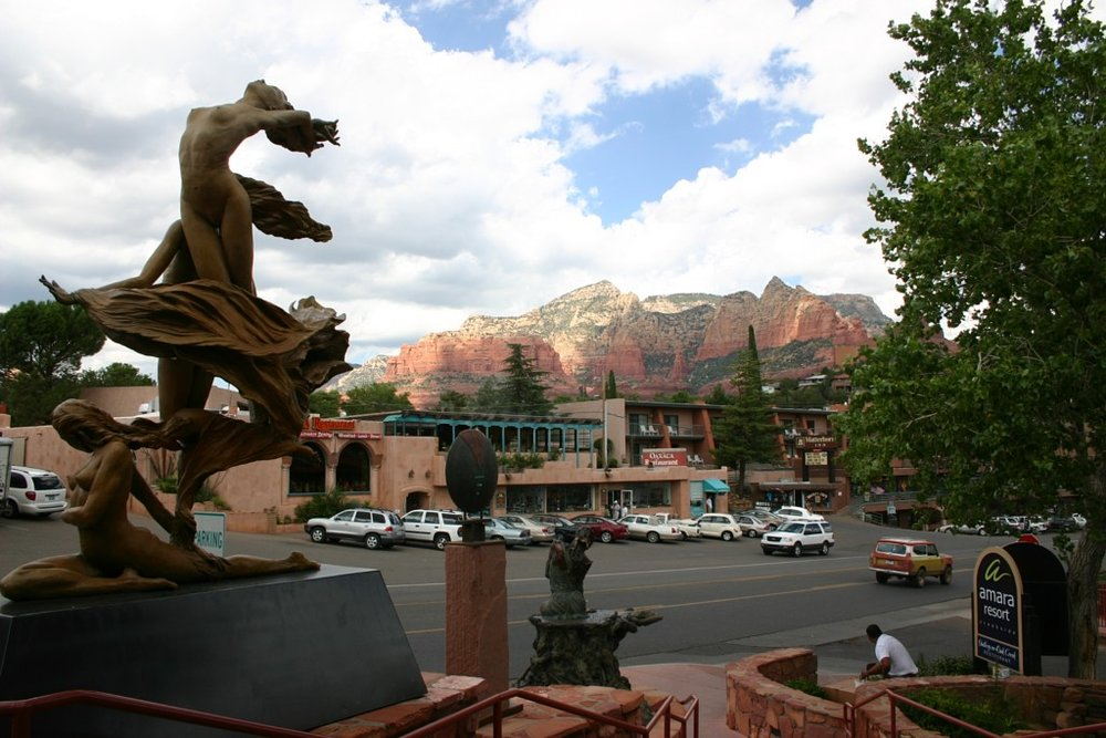 Sedona is famous for its galleries and shops, but the best of the best is Tlaquepaque. Tlaquepaque's beautiful architecture, cool shops, galleries, and excellent restaurants blend together to make a shopping experience even ardent non-shoppers like us can enjoy.
