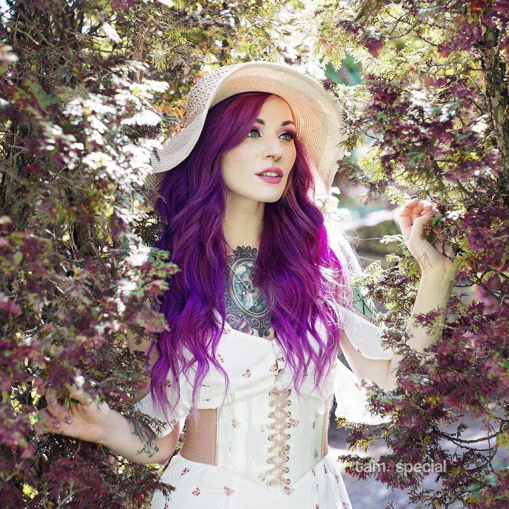 Jordan Hoisington - PRONOUNS: She/HerMEDIUMS: Headpieces, JewelryWEBSITES: Instagram - Instagram