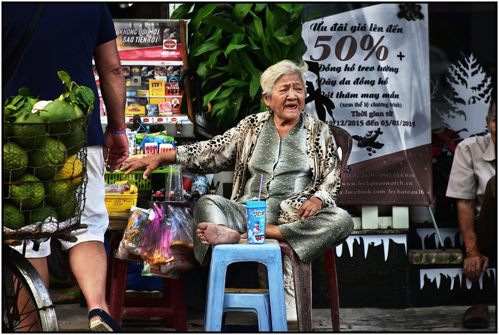 Street Vendor, Saigon/HCMC, Dec. 2015. #5204