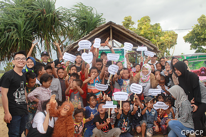 Youth-together-for-World-Orangutan-Day-2017-700x467.jpg