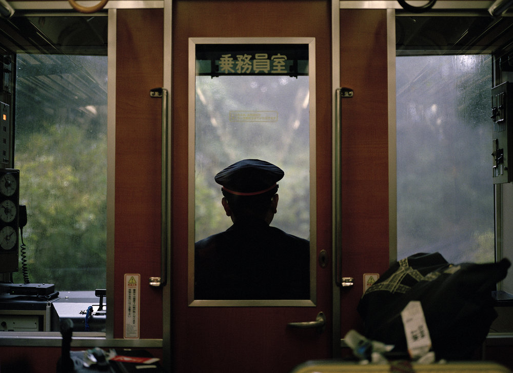 Train_Hakone_straightened.jpg
