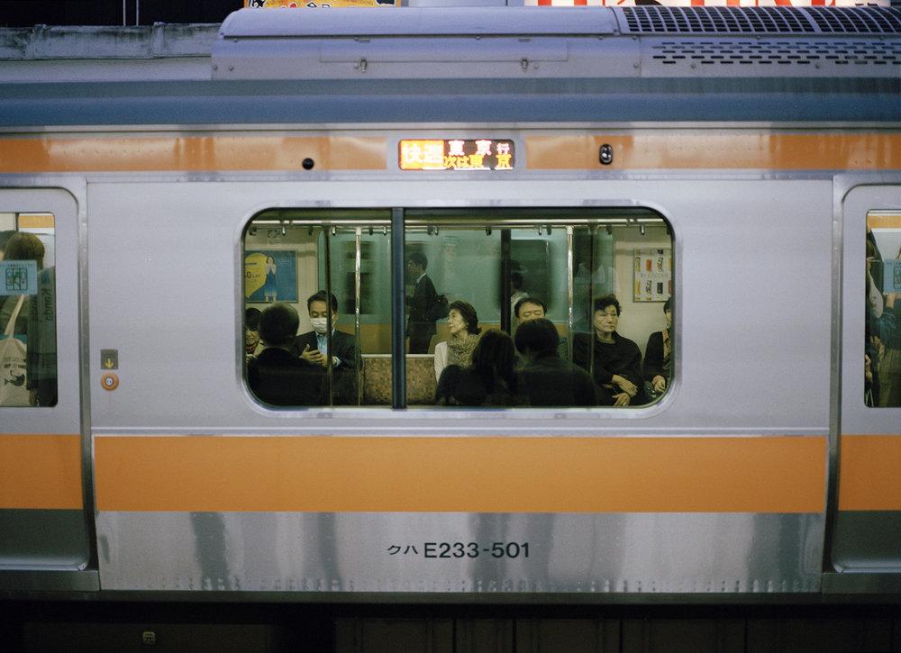Train_Tokyo_straightened.jpg