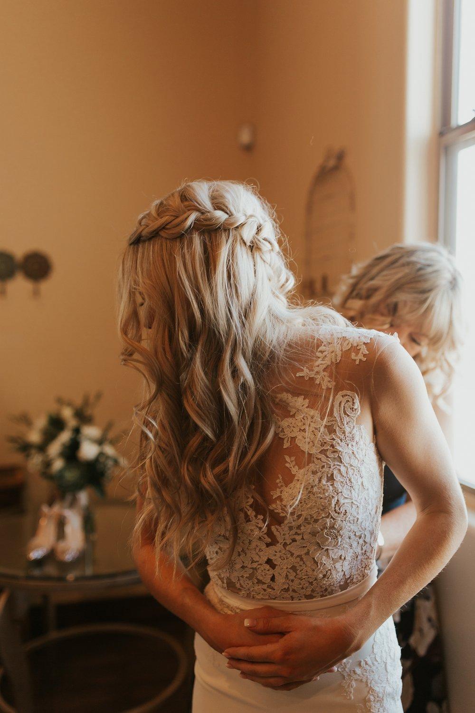 Meg+Bubba_Wedding_GettingReady_Arizona-322.jpg