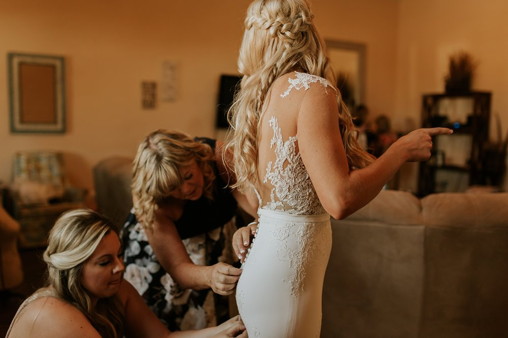 Meg+Bubba_Wedding_GettingReady_Arizona-375.jpg