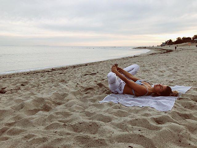 To lay on the grounding beach like a baby. What calms you down?  Lo relajante que resulta tumbarse en la arena como un bebe.  Que significa relajarse para ti? 🌙