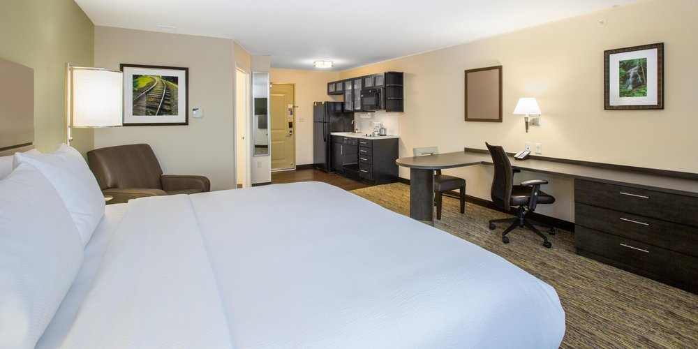 candlewood-suites-omaha-5073862991-2x1.jpg