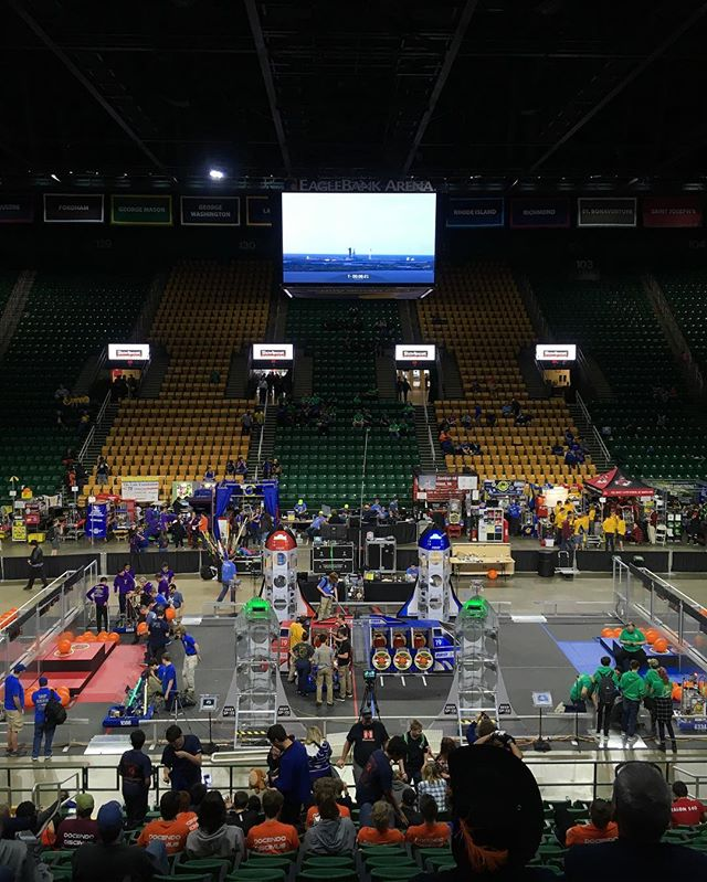 Us powerhawks had a hawksome time at our first day for district champs!! We are looking forward to the next two days and the adventure to come. Also got the chance to see @spacex launch their rocket on the livestream, amazing experience! #rockets #omgrobots #districts #first #team #powerhawks