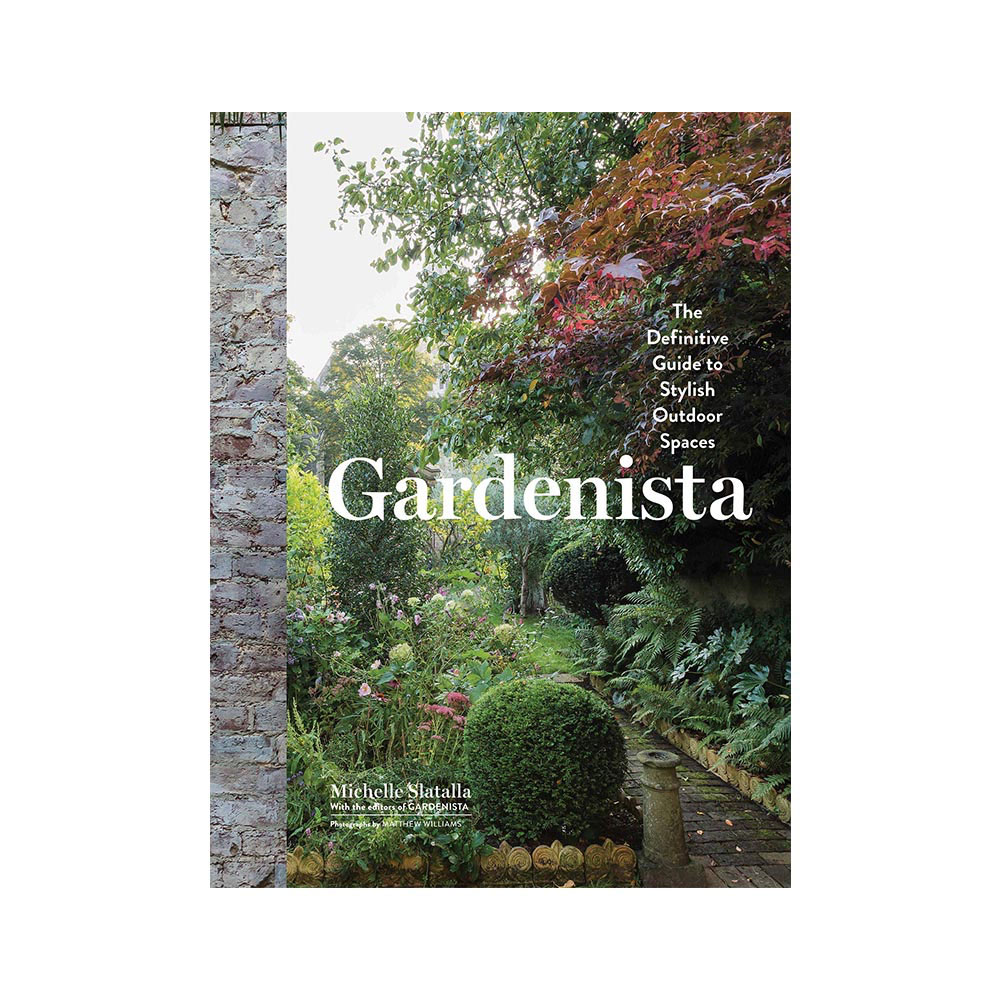 Gardenista: The Definitive Guide to Stylish Outdoor Spaces by Michelle Slatalla